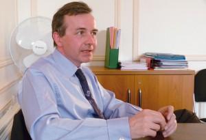 Jean-François Gayraud est commissaire divisionnaire de la police nationale, actuellement auditeur du Centre des hautes études du ministère de l'Intérieur (CHEMI).